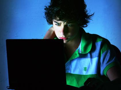 cyber-bullying nutboltu